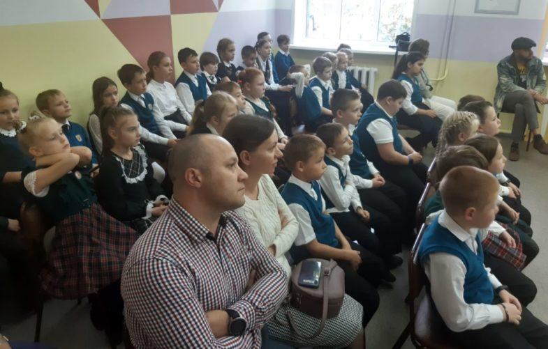 _Учащиеся 2 класса Лицй №23 и родители юных кукловодов